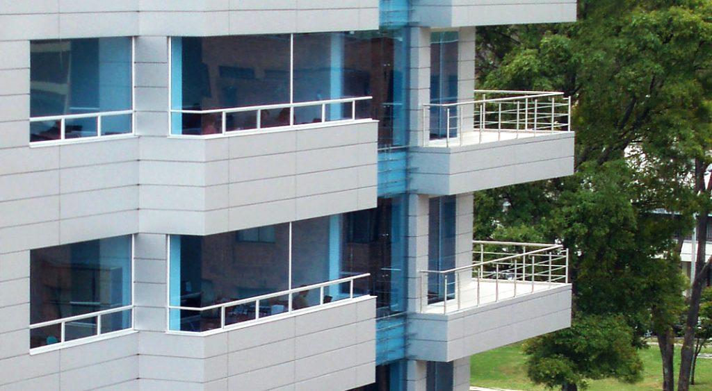 fachada en aluminio compuesto