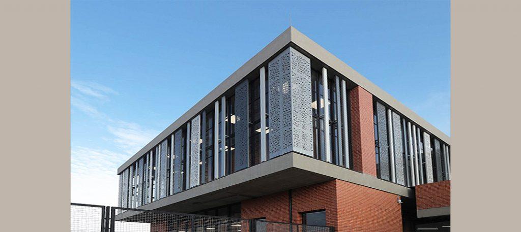 fachada en aluminio punzonado